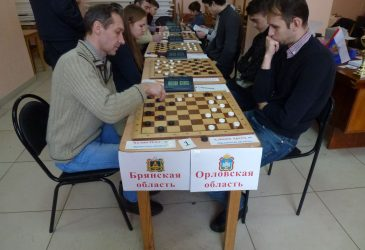 В Брянске состоялись соревнования по шашкам